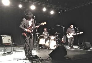 Le public est venu nombreux pour apprécier le magnifique blues du groupe MUDDY STREET